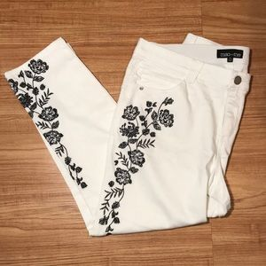 Mac and Me embroidered slim straight  stretch NWOT